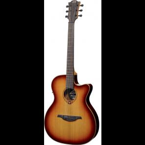 LAG T100ASCE A/E Guitarra electroacústica de caja estrecha con tapa sólida de cedro Cuerpo fabricado en caoba oscura, perfilado de caoba, arce y lacado negro Roseta de caoba, arce y lacado negro Diapasón sólido de PaloRosa con 20 trastes en brazo de Caoba