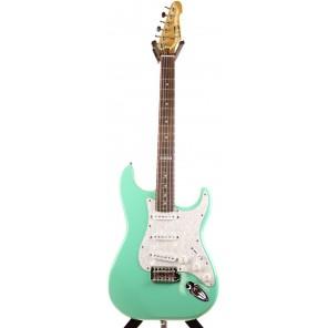 LTD ST-213 Un homenaje a las guitarras Fender de la década de 1960 con modificadiones Un radio de diapasón más reducido y un cuello delgado en forma de 'U' La LTD ST-213 es una excelente elección para aquellos que buscan una interpretación moderna y conse