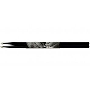 vic firth american classic 7anb Baqueta 7A punta de Nylon color negra La bqueta 7A tiene una punta de lágrima y son perfectos para jazz ligero, combo, rock y pop Con diseños atrevidos para un sonido más completo, convierten la madera de nogal selecto en m
