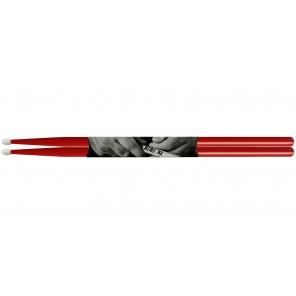 vic firth american classic 7anr Baqueta 7A punta de Nylon color roja La bqueta 7A tiene una punta de lágrima y son perfectos para jazz ligero, combo, rock y pop Con diseños atrevidos para un sonido más completo, convierten la madera de nogal selecto en ma